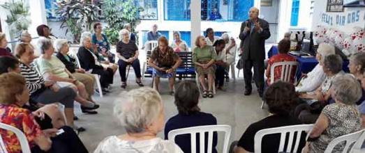 Encontro da Terceira Idade em Igreja no Rio